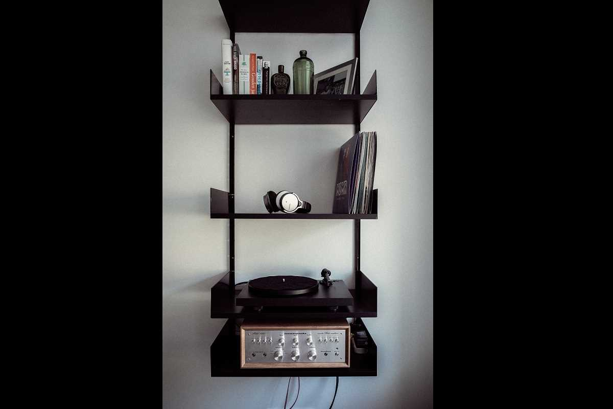 hifi racks und regale die sch nsten l sungen f r dein wohnzimmer cinch. Black Bedroom Furniture Sets. Home Design Ideas